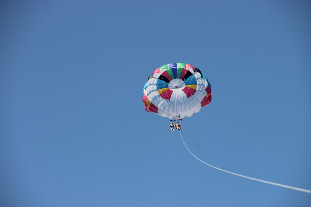 полёты на парашюте над морем